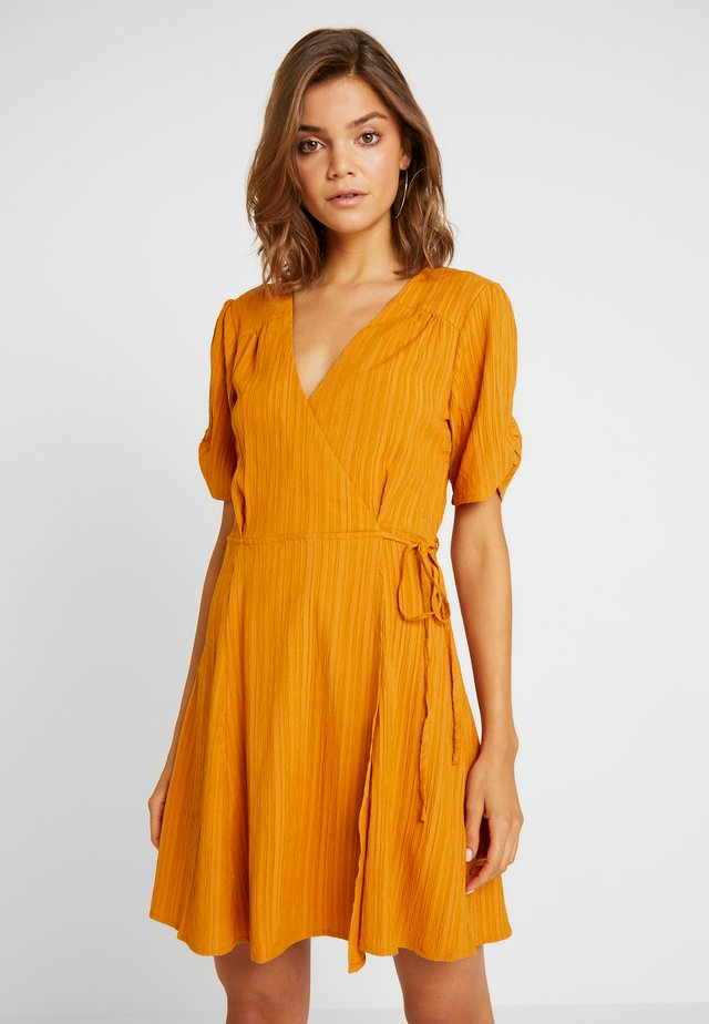 SHADY DAYS TEA DRESS - Sukienka letnia - mustard solid