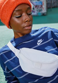 Nike Sportswear - STRIPE - Jumper - midnight navy/white - 2