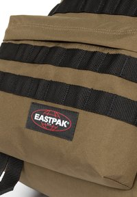 Eastpak - Reppu - strapped army olive - 3