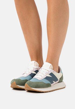 WS237 - Sneakers laag - norway spruce