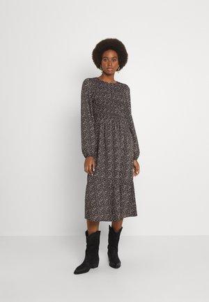 PCEMBER SMOCK MIDI DRESS TALL  - Day dress - black
