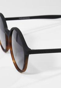 Komono - MADISON - Sunglasses - matte black/tortoise - 2