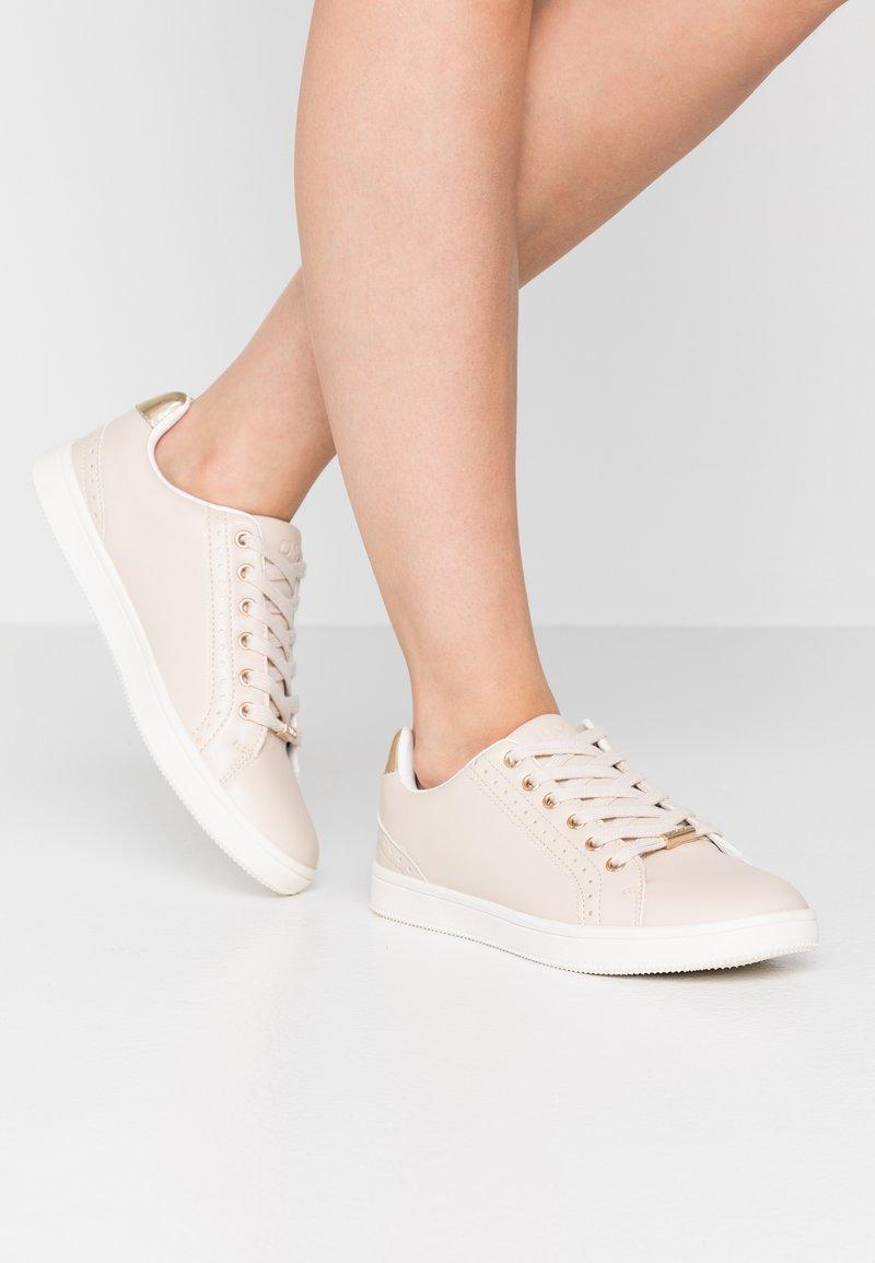 ONLY SHOES - ONLSHILOH - Zapatillas - beige