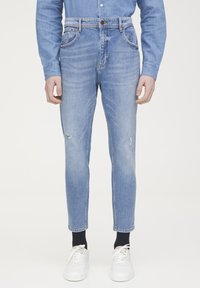 PULL&BEAR - Jeans Tapered Fit - light blue - 0