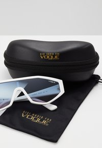 VOGUE Eyewear - GIGI HADID HIGHLINE - Sonnenbrille - white - 2