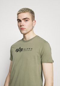 Alpha Industries - ALPHA LABEL 2 PACK - Print T-shirt - olive/burgundy - 4
