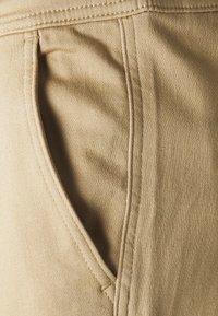 TOM TAILOR DENIM - SLIM WASHED - Slim fit jeans - smoked beige - 2