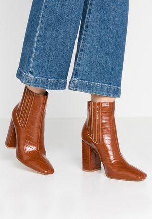 COVERED GUSSET - High heeled ankle boots - brown