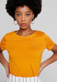 Lacoste - Basic T-shirt - abricotine - 3