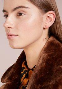 Julie Sandlau - EVENING DEW EARRINGS - Øreringe - gold-coloured/grey - 1