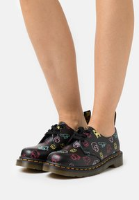 Dr. Martens - 1461 X HELLO KITTY & FRIENDS - Lace-ups - black smooth - 0