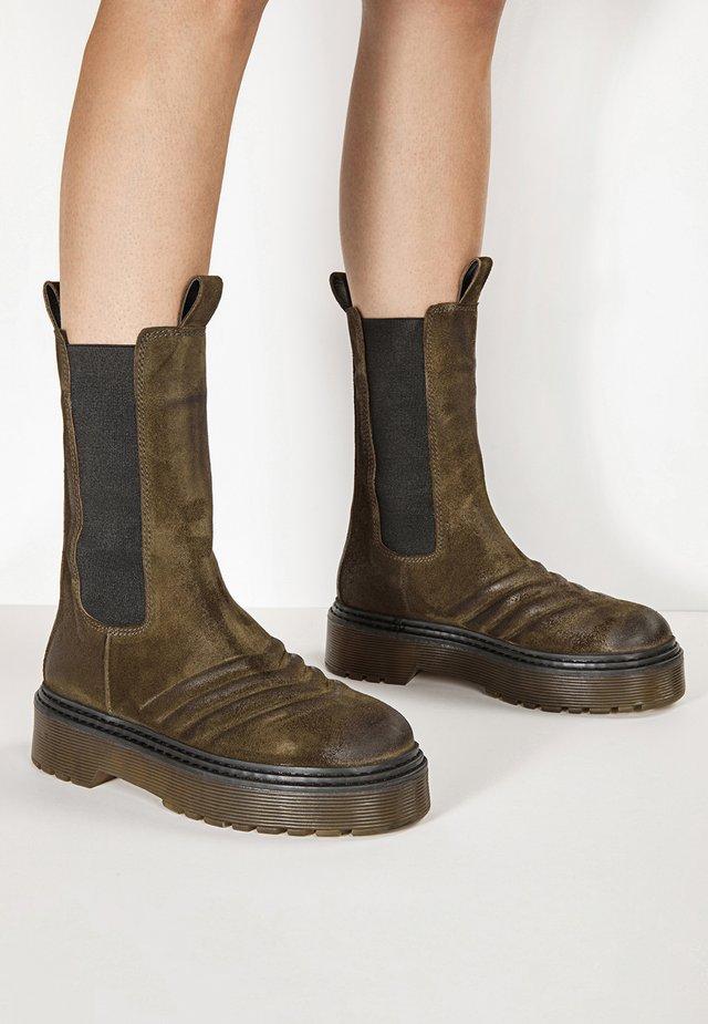 Platform boots - sd helemet chm