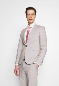 Viggo - NEW GOTHENBURG SUIT - Suit - silver grey - 2