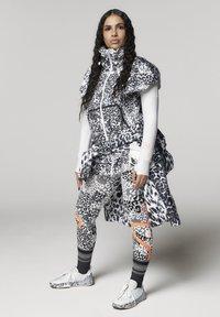 adidas by Stella McCartney - ADIDAS BY STELLA MCCARTNEY TRUEPURPOSE MIDLAYER JACKE - Sports jacket - white - 9