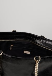 Versace Jeans Couture - ROUND BUTTON PATENT - Shopping bag - nero - 4
