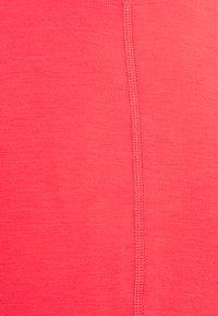 Nike Performance - Basic T-shirt - fusion red - 6