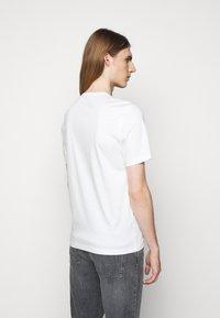 Tiger of Sweden - OLAF - Basic T-shirt - gardenia - 2