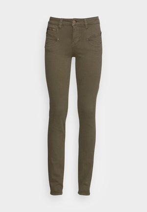ALEXA HIGH WAIST NEW MAGIC COLOR - Jeans slim fit - olive