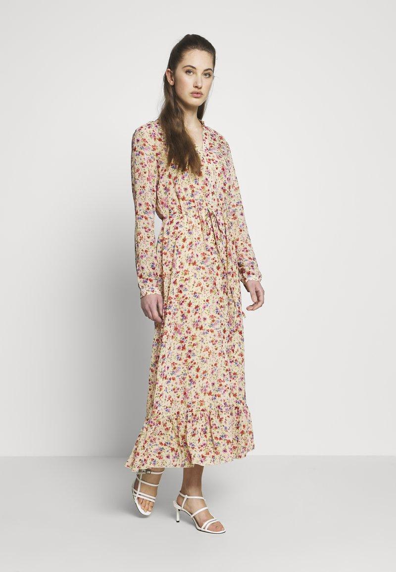 ONLY - ONLPAULA DRESS - Maxi-jurk - sand