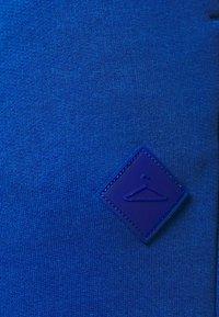 Holzweiler - HANGER TROUSERS - Pantaloni sportivi - blue - 8