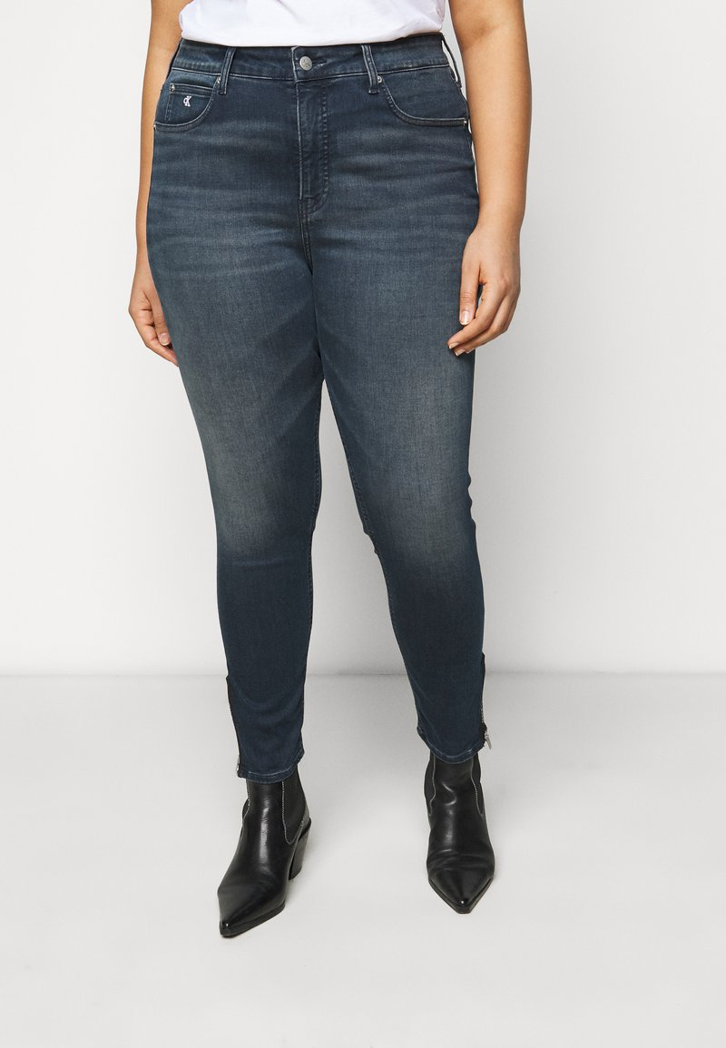 Calvin Klein Jeans Plus - HIGH RISE SKINNY ANKLE - Jeans Tapered Fit - blue denim