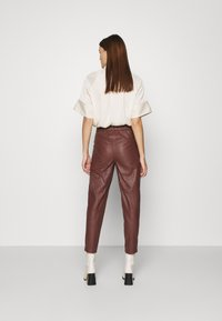 DAY Birger et Mikkelsen - GROW - Leather trousers - cocco - 2