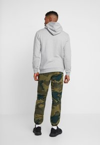adidas Originals - ESSENTIAL HOODY UNISEX - Mikina s kapucí - medium grey heather - 2