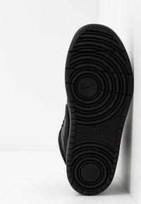 Nike Sportswear - COURT BOROUGH MID BOOT WINTERIZED - Skeittikengät - black/white - 5