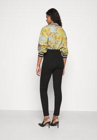Versace Jeans Couture - Pantalones - nero - 2