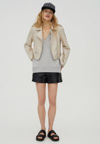 PULL&BEAR - Giacca in similpelle - beige - 1