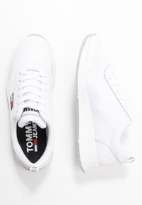 Tommy Jeans - FLEXI RUNNER - Matalavartiset tennarit - white