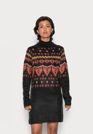 NMIMARNI HIGH NECK DRESS - Abito in maglia - black