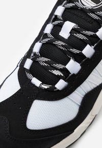 Timberland - RIPCORD SNEAKER LOW - Sneakers - black/white - 5