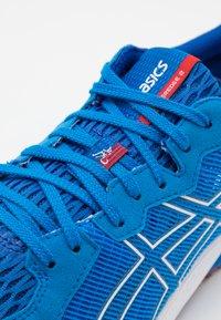 ASICS - TARTHEREDGE 2 - Zapatillas de competición - electric blue/white - 5