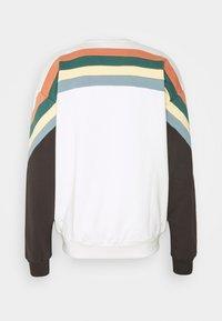 Kaotiko - CREW WALKER UNISEX - Sweatshirt - white - 7