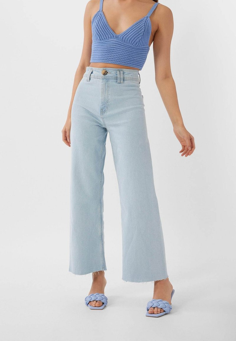 Stradivarius - NAHTLOSE CROPPED 01164837 - Flared jeans - blue