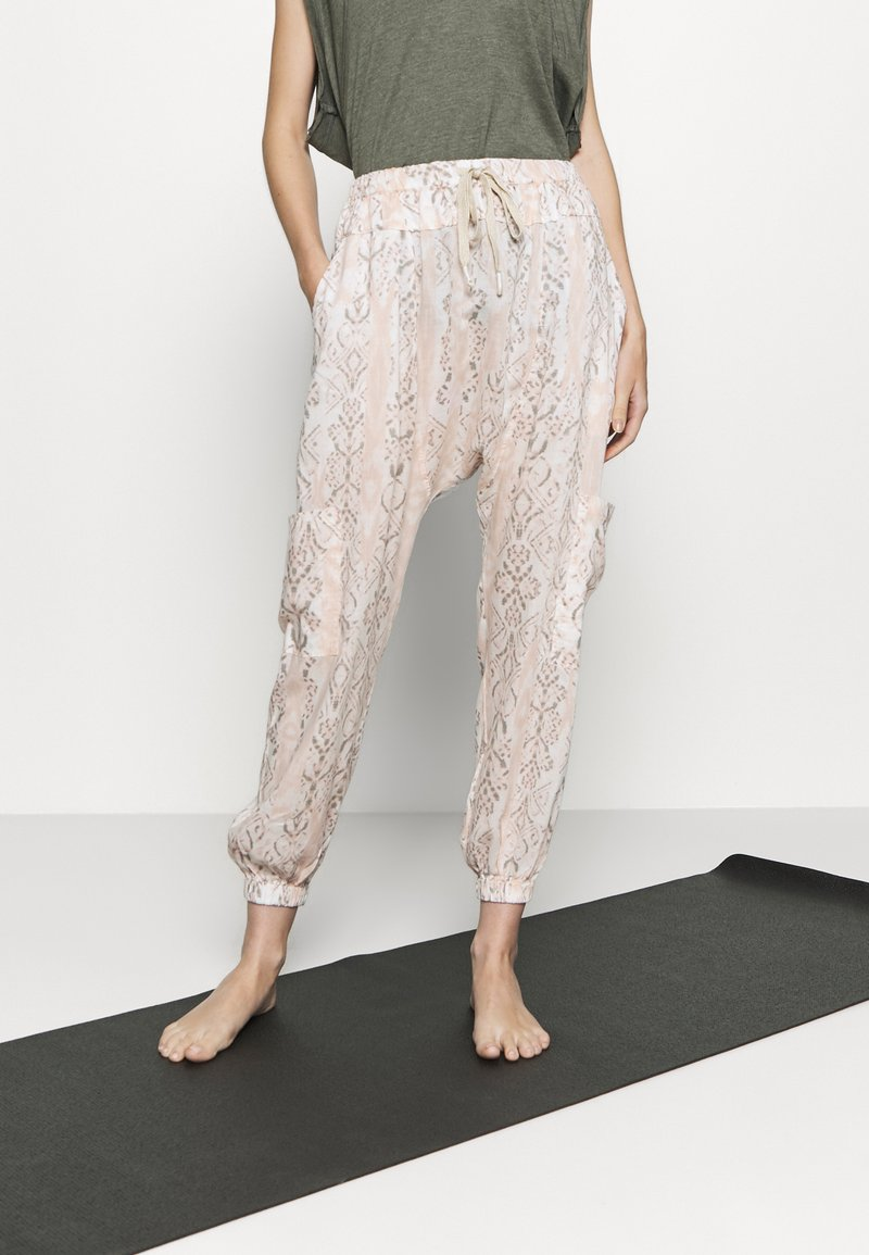 Free People - RISE TO THE SUN PRINTED - Tracksuit bottoms - pink