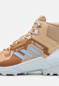 adidas Performance - TERREX SWIFT R3 MID GORE-TEX - Fjellsko - beige - 5