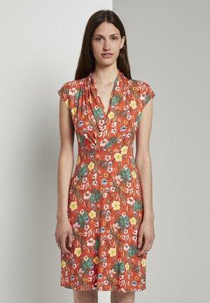 MIT DRAPIERTEM WICKEL-AUS - Jersey dress - red watercolor flower design