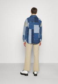 BDG Urban Outfitters - PATCHWORK OVERSHIRT - Halflange jas - denim - 2