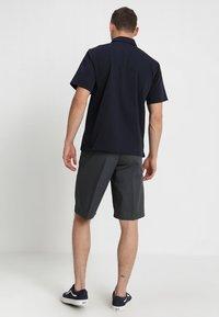 Dickies - MULTI POCKET WORK  - Shorts - charcoal - 2