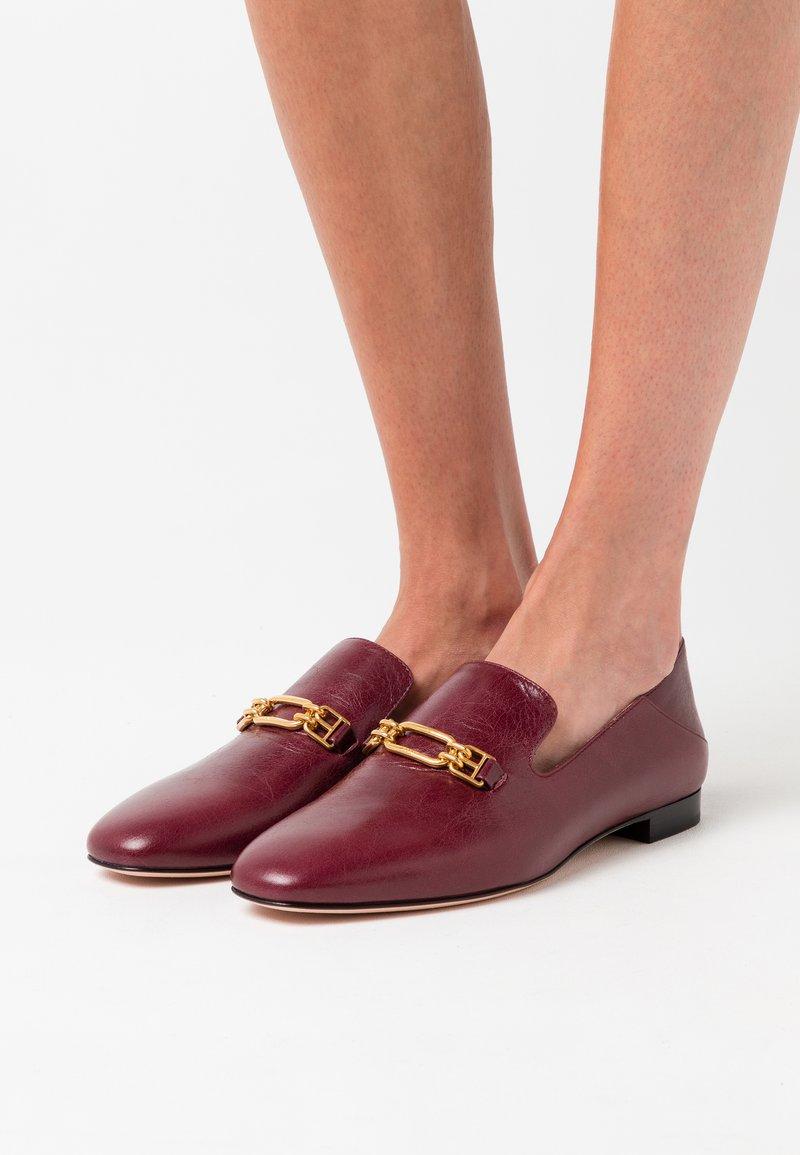 Bally - DARCIE FLAT - Nazouvací boty - shiraz