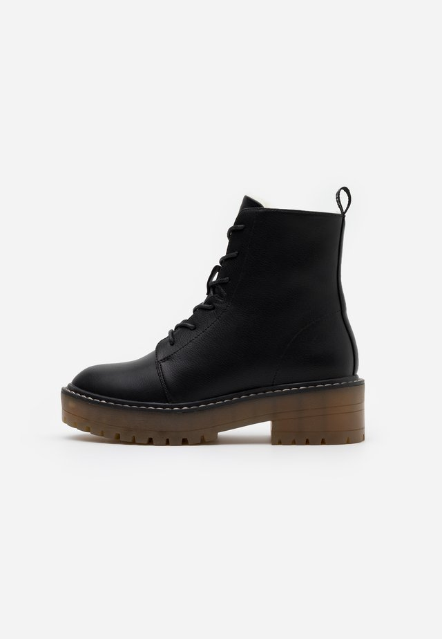 ONLBRANDY LACE UP WINTER BOOT - Stivaletti con plateau - black