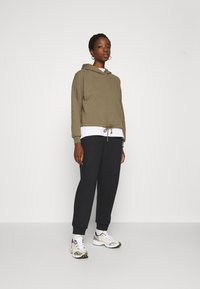 ONLY - ONLHAILEY PANTS  - Teplákové kalhoty - black - 1