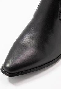 Vagabond - Kotníkové boty - black - 2