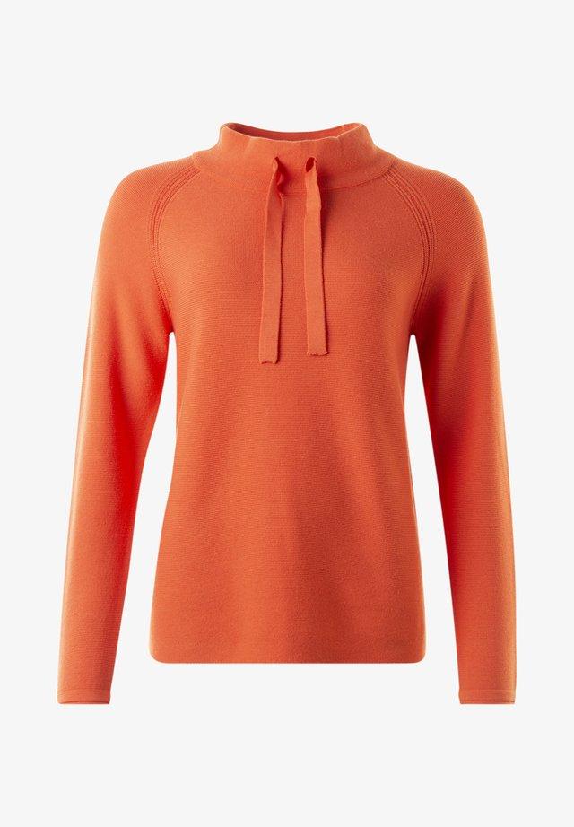 Stickad tröja - mandarin