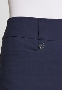 Callaway - CHEV PULL ON TROUSER - Trousers - peacoat - 5