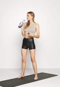 HIIT - LUXE FINSH SHORT - Legging - black - 1