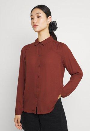 VILUCY BUTTON - Button-down blouse - burnt henna