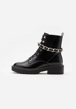 ONLBOLD CHAIN LACE UP BOOT  - Kovbojské/motorkářské boty - black